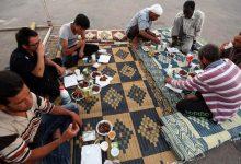 ليبيون يفطرون في شهر رمضان